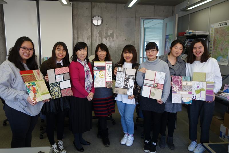 留学生の皆さんと壁紙アートパネルのワークショップ