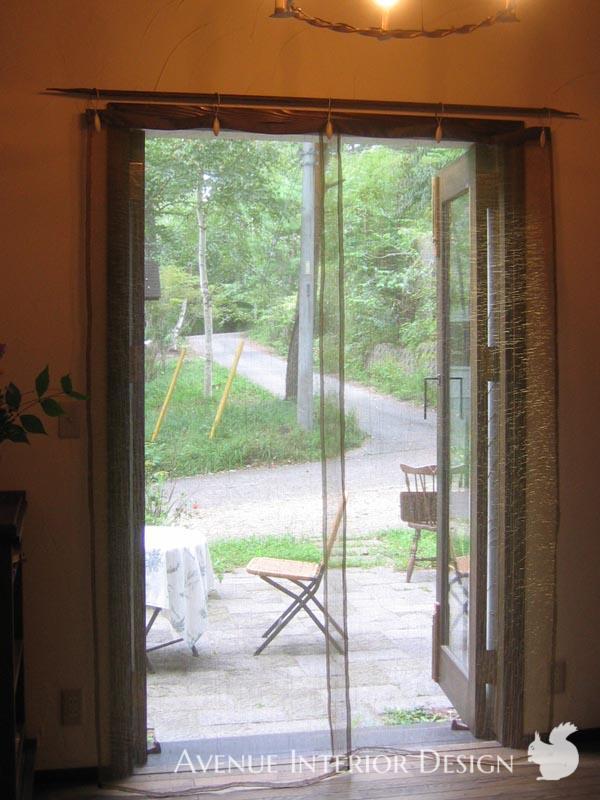アイアンのクリップで吊った上質なシアーパネルカーテン